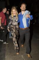 Matthew Williamson, Sienna Miller - Londra - 15-08-2013 - Sienna Miller: sotto il vestito, niente