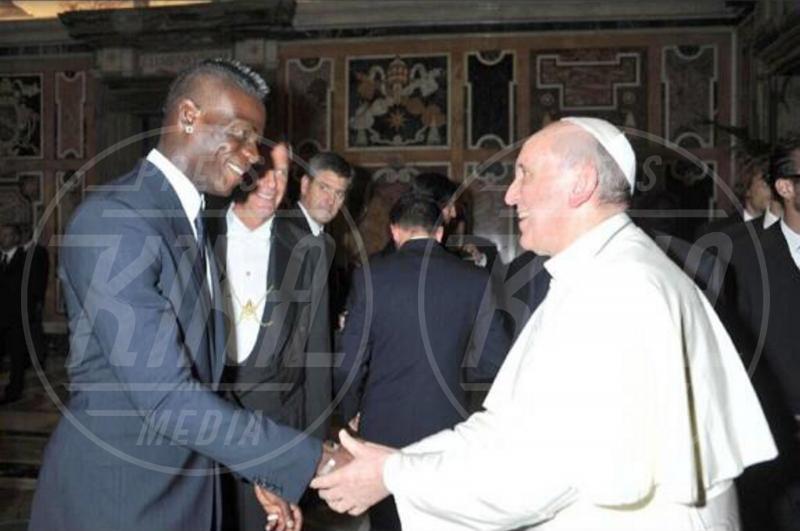 Papa Francesco, Mario Balotelli - Milano - 16-08-2013 - Dillo con un tweet: Selvaggia Lucarelli sceglie il lago