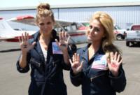 Cassie Scerbo, AnnaLynne McCord - Santa Barbara - 18-08-2013 - Annalynne McCord è paracadutista per beneficenza