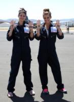 Tiffany Brouwer, AnnaLynne McCord - Santa Barbara - 18-08-2013 - Annalynne McCord è paracadutista per beneficenza