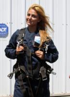 Cassie Scerbo - Santa Barbara - 18-08-2013 - Annalynne McCord è paracadutista per beneficenza