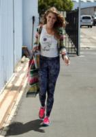 AnnaLynne McCord - Santa Barbara - 18-08-2013 - Annalynne McCord è paracadutista per beneficenza