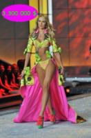 Candice Swanepoel - 09-11-2011 - Gisele Bundchen è ancora la top model più pagata per Forbes
