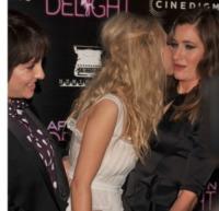 Juno Temple, Kathryn Hahn - Hollywood - 19-08-2013 - Afternoon Delight, ti porto a casa una tata…stripper