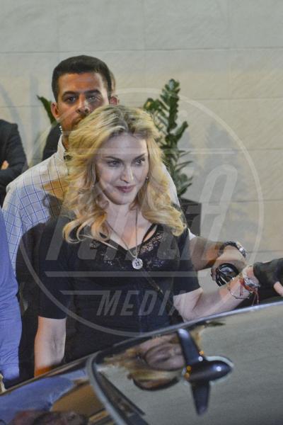 Madonna - Roma - 21-08-2013 - Un pugno nell'occhio: l'apparecchio d'oro di Madonna