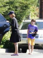 Liam Flockhart, Calista Flockhart - Los Angeles - 22-08-2013 - Star come noi: neo mamme un po'...sciatte? Evviva la normalità!