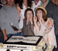 Renee Felice Smith, Linda Hunt - Hollywood - 22-08-2013 - Buon compleanno, NCIS Los Angeles: cento di questi… episodi!