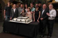 Nina Tassler, David Stapf, Barrett Foa, Daniela Ruah, Chris O'Donnell, Linda Hunt, Eric Christian Olsen - Los Angeles - 23-08-2013 - Buon compleanno, NCIS Los Angeles: cento di questi… episodi!