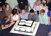 Renee Felice Smith, Barrett Foa, Daniela Ruah, Chris O'Donnell, Linda Hunt, Eric Christian Olsen, LL Cool J - Hollywood - 22-08-2013 - Buon compleanno, NCIS Los Angeles: cento di questi… episodi!