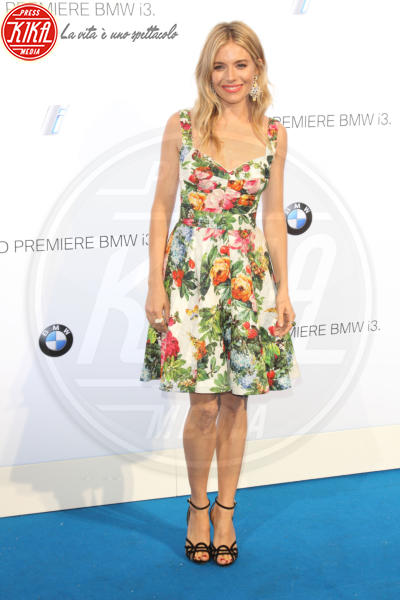 Sienna Miller - Londra - 29-07-2013 - L'abito dell'estate? Il corolla dress, sexy e bon ton!