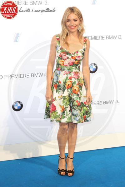 Sienna Miller - Londra - 29-07-2013 - Mini o longuette, ma pieno di fiori: è l'abito della primavera!