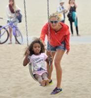 Lou Samuel, Heidi Klum - Santa Monica - 24-08-2013 - Star come noi: amore, vieni che ti porto al parco!