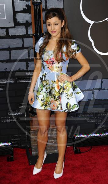 Ariana Grande - New York - 25-08-2013 - L'abito dell'estate? Il corolla dress, sexy e bon ton!
