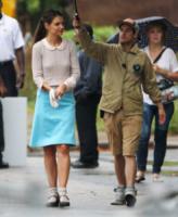 Katie Holmes - Cleveland - 27-08-2013 - Back to school: tutte studentesse preppy con il colletto!