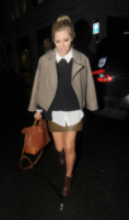 Mollie King - Londra - 29-01-2013 - Back to school: tutte studentesse preppy con il colletto!