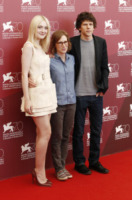 Kelly Reichardt, Jesse Eisenberg, Dakota Fanning - Venezia - 31-08-2013 - Venezia: Dakota Fanning, un'eco-terrorista alla kermesse