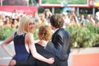 Kelly Reichardt, Jesse Eisenberg, Dakota Fanning - Venezia - 31-08-2013 - Festival di Venezia: Dakota Fanning in blu per Night Moves