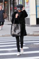 Catherine Zeta Jones - New York - 12-12-2011 - Le celebrity giocano a nascondino con i paparazzi