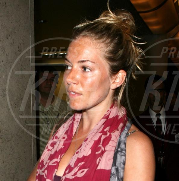 Sienna Miller - Los Angeles - 01-04-2009 - Quando il trucco non c'è, si vede eccome