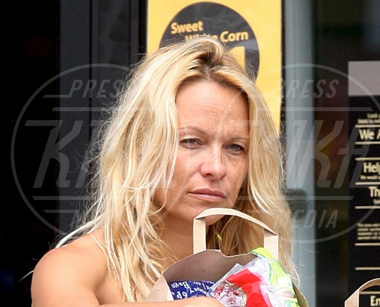 Pamela Anderson - Malibu - 13-05-2009 - Quando il trucco non c'è, si vede eccome