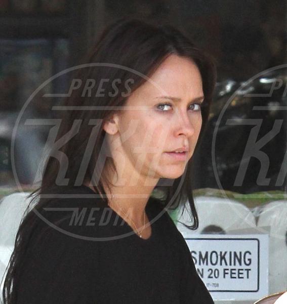 Jennifer Love Hewitt - Los Angeles - 29-05-2011 - Quando il trucco non c'è, si vede eccome