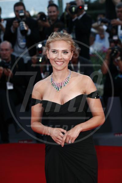 Scarlett Johansson - Venezia - 03-09-2013 - Italiane vs straniere: chi lo indossa meglio?