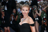 Scarlett Johansson - Venezia - 03-09-2013 - Sabrina Ferilli e Scarlett Johansson: chi lo indossa meglio?