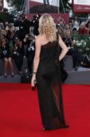 Jodie Kidd - Venezia - 03-09-2013 - Vade retro abito!: Scarlett Johansson in Versace
