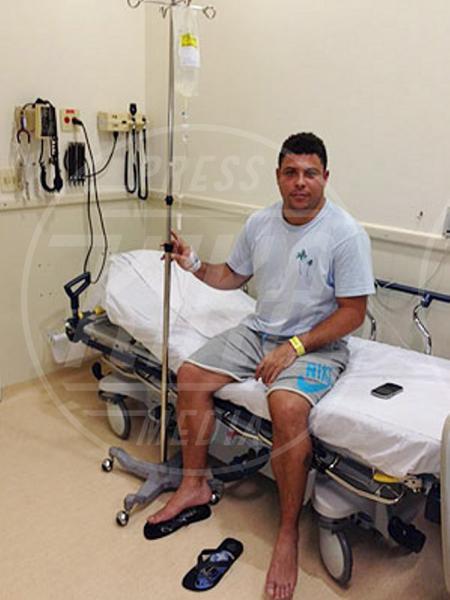 Ronaldo - Trancoso - 05-01-2012 - Non c'è fine alla mania dell'autoscatto: ecco l'hospital selfie