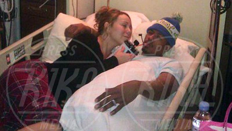 Mariah Carey, Nick Cannon - Los Angeles - 06-05-2013 - Non c'è fine alla mania dell'autoscatto: ecco l'hospital selfie