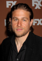 "Charlie Hunnam - New York - 29-03-2013 - ""Matt Bomer è il solo Christian Grey"" dicono i fan"