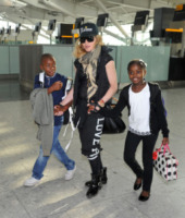 David Banda, Mercy James, Madonna - Londra - 03-09-2013 - Mamme single? Sì, con stile e... di successo!