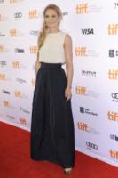 Jennifer Morrison - Toronto - 08-09-2013 - Camicia bianca e gonna nera: un look… evergreen!