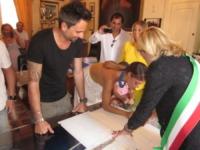 Dario Acocella, Bianca Guaccero - Monopoli (BA) - 09-09-2013 - Bianca Guaccero si è sposata a Monopoli