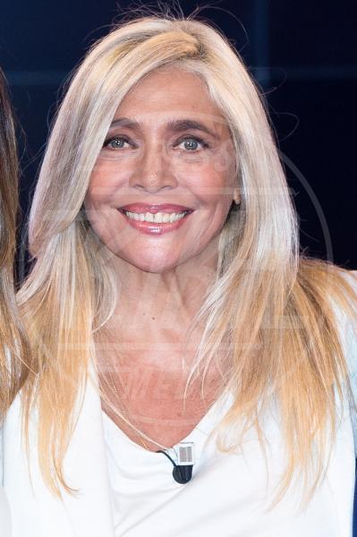 Mara Venier - Roma - 08-09-2013 - Marilyn Style: biondo platino, il colore delle dive