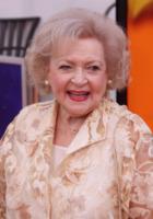 Betty White - Los Angeles - 19-02-2012 - Betty White, un'attrice da Guinness dei Primati