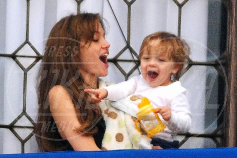 Vivienne Jolie Pitt, Angelina Jolie - Venice - 25-03-2010 - Tutta sua mamma… e a volte suo papà!