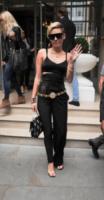 Miley Cyrus - Londra - 11-09-2013 - Un pugno nell'occhio: Miley Cyrus e i pantaloni doppi