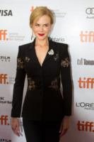 Nicole Kidman - Toronto - 12-09-2013 - Nicole Kidman investita da un paparazzo in bicicletta
