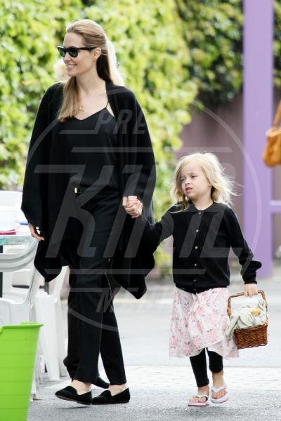Vivienne Jolie Pitt, Angelina Jolie - Sydney - 15-09-2013 - A ogni star il suo colore: nero per Angelina, rosa per Paris