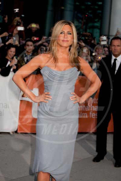 """Jennifer Aniston - Toronto - 14-09-2013 - """"A 40 anni non sei più sexy!"""" Sicura, Miley Cyrus?"""