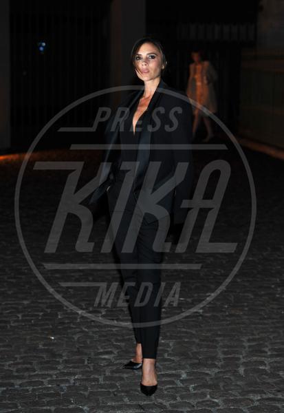 Victoria Beckham - Londra - 16-09-2013 - A ogni star il suo colore: nero per Angelina, rosa per Paris