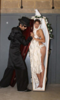 Modella - Londra - 16-09-2013 - Londra Fashion Week: Anoosh Naghibi porta le bare in passerella