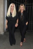 Donatella Versace, Kate Moss - Milano - 19-09-2013 - Kate Moss dimentica a casa il reggiseno