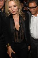 Kate Moss - Milano - 19-09-2013 - Kate Moss dimentica a casa il reggiseno