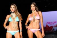 Cecilia Capriotti, Modella - Milano - 21-09-2013 - Milano Fashion Week: il messaggio sul lato b