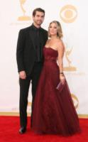 Ryan Sweeting, Kaley Cuoco - Los Angeles - 22-09-2013 - Emmy Awards 2013: il piccolo schermo è il protagonista