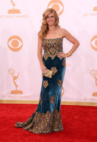 Connie Britton - Los Angeles - 22-09-2013 - Emmy Awards 2013: il fascino delle spalle scoperte