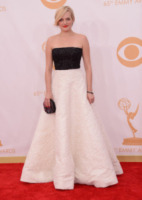 Elisabeth Moss - Los Angeles - 22-09-2013 - Bianco e nero: un classico sul tappeto rosso!