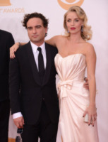 Johnny Galecki, Kelly Garner - Los Angeles - 22-09-2013 - Emmy Awards 2013: il piccolo schermo è il protagonista